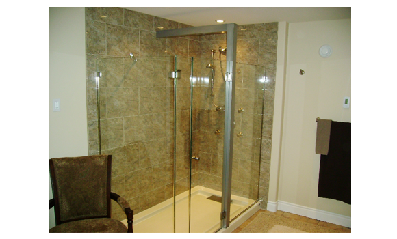 Framless shower door with a 90 degree return panel