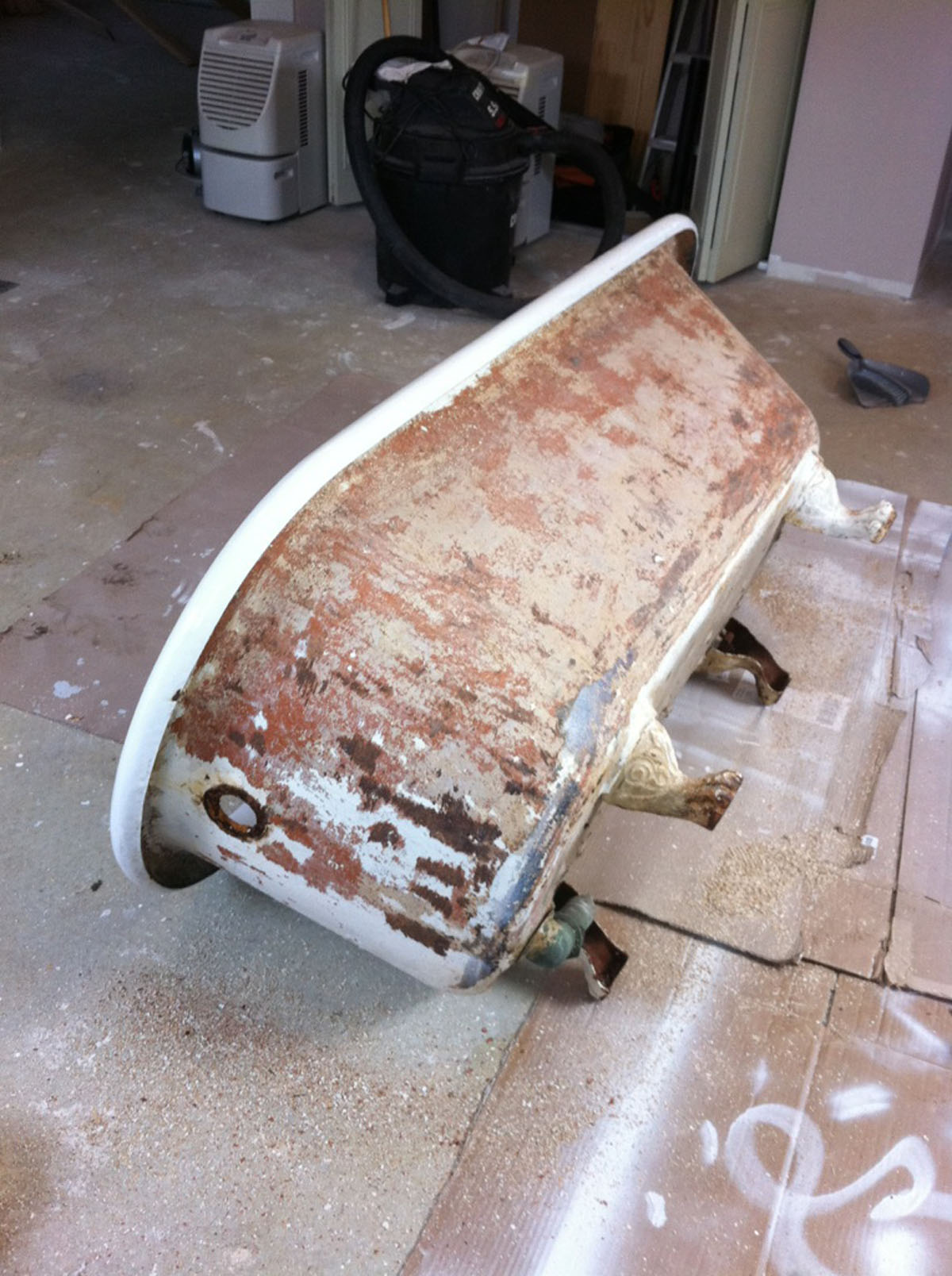 Clawfoot cast iron bathtub before refinishing - reglazing