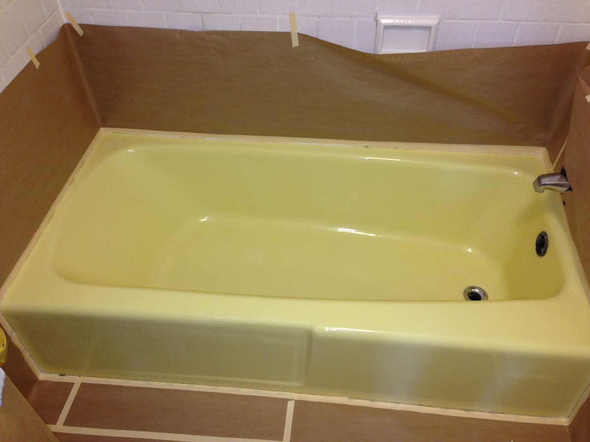 Yellow Porcelain bathtub before refinishing