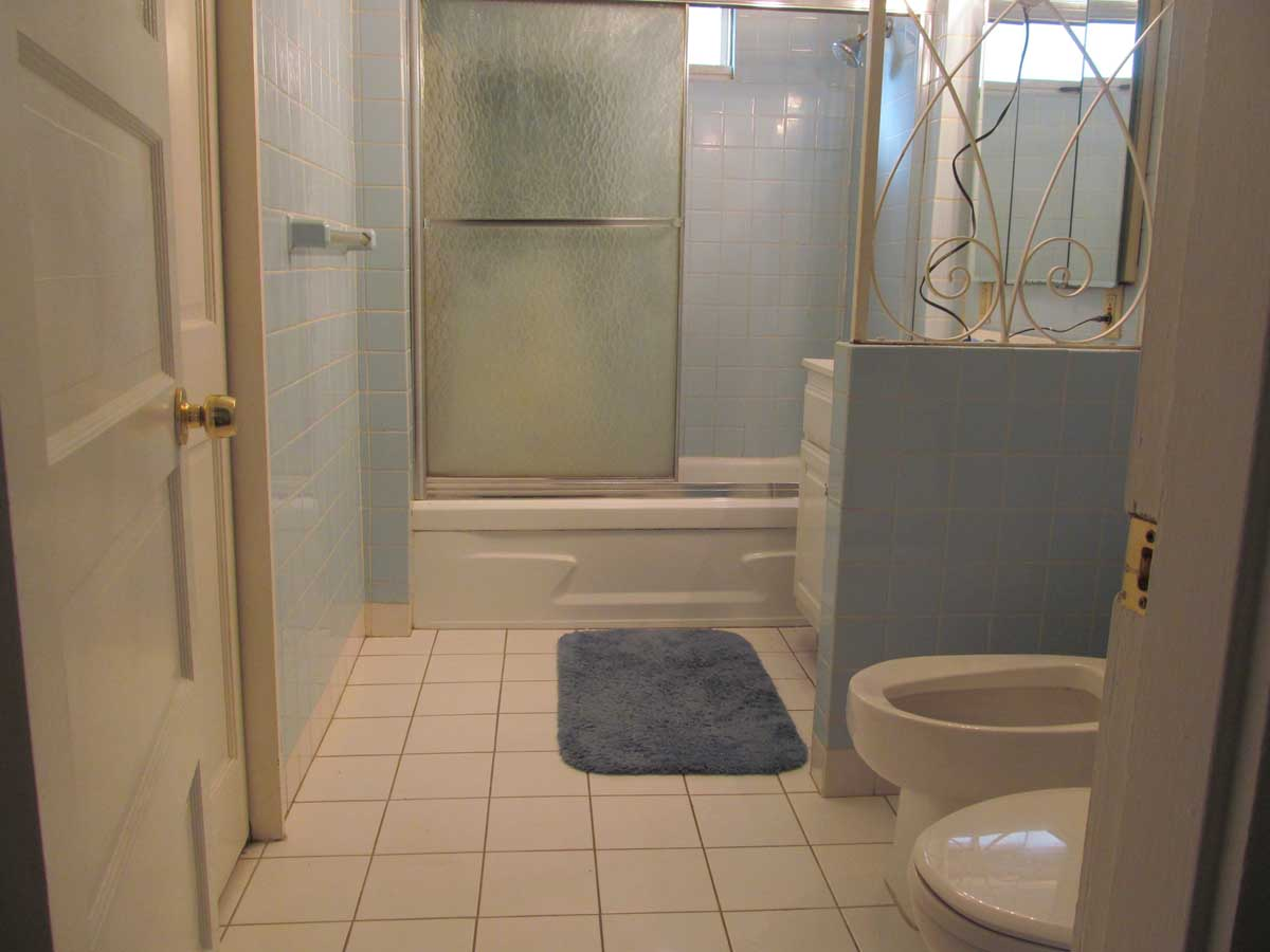 Kipling Rd. Arlington - Before bathroom renovation