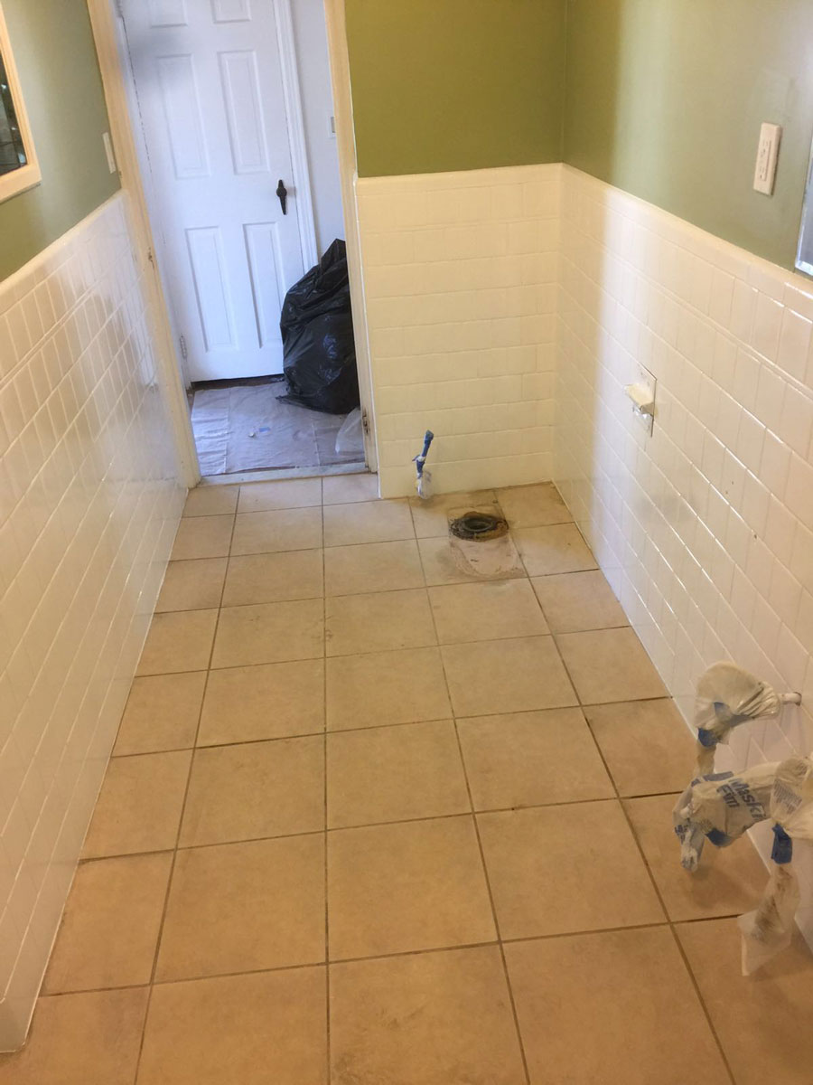 Tub and tile reglazing bay state refinishing remodeling bathroom wall tile reglazing after refinishing to white dailygadgetfo Gallery